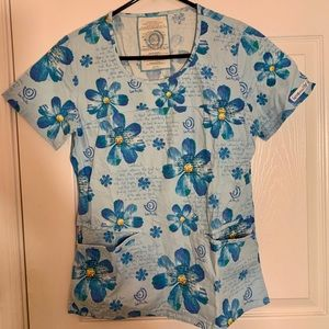 Blue Floral Scrub Top With 2 Front Pockets